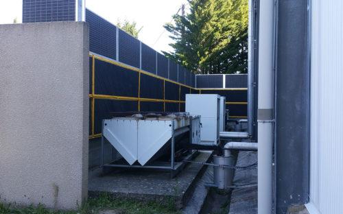 Bâches acoustiques standards pour protéger les riverains des nuisances sonores d'un groupe froid en Ardèche