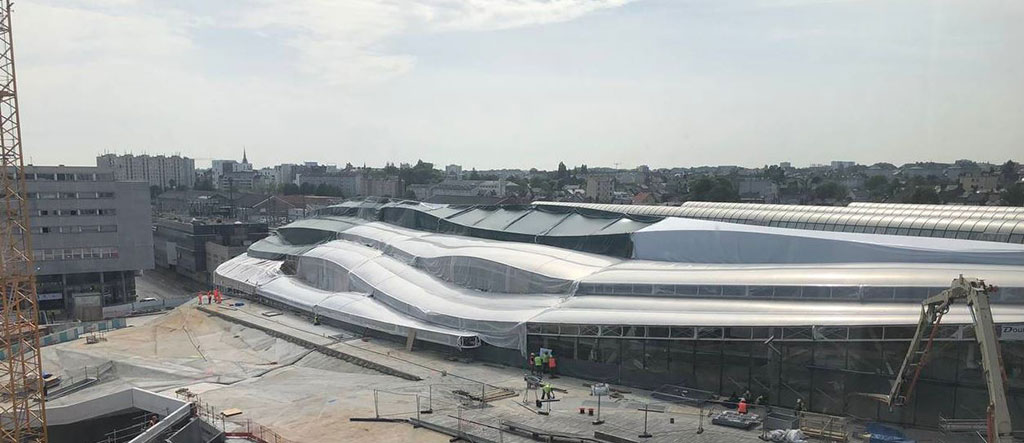 Une grande bâche de protection pour le chantier de la nouvelle gare de Rennes