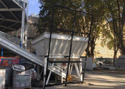 Bâches acoustiques sur mesure à Lyon - Le chargeur avant la pose de la bâche acoustique