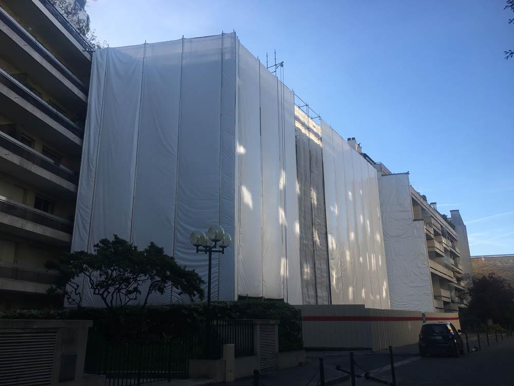 bâches acoustiques sur un chantier de démolition à Neuilly sur Seine - Ile de France