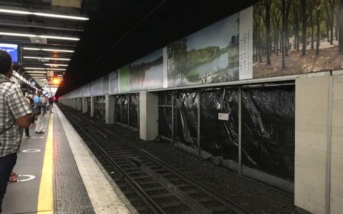 Des bâches acoustiques pour les usagers du RER D à la Gare de Lyon (Paris)